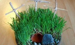 The Living Christ: Calvary's Hill or Empty Easter Tomb Garden Craft