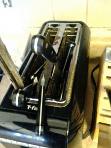 knives in toaster